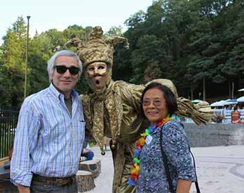 David Kimmel, Rockland Community College and Victoria Chen, Cornucopia Consultants-CCL Worldwide were greeted by Penny England, gold mime.  Come and meet the gold jester at other upcoming events.