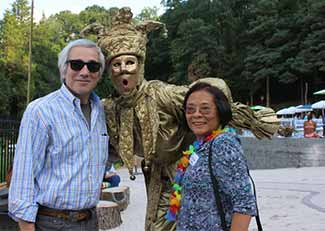 David Kimmel, Rockland Community College and Victoria Chen, Cornucopia Consultants-CCL Worldwide were greeted by Penny England, gold mime.