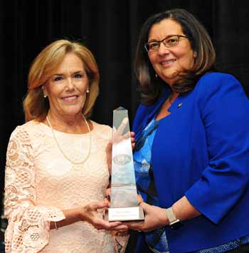 Mimi Vilord, United Way of Rockland County, accepted the Outstanding Achievement by a Non-Profit Organization award from Doreen Makara of M&T Bank.